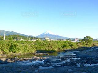 背景の山と水体の写真・画像素材[1160910]