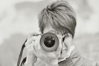 カメラを持っている男の写真・画像素材[3405908]