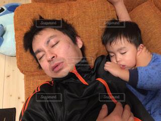 寝る,睡眠,爆睡,父の日,父と子,遊び疲れ,2人で爆睡