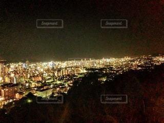 夜の都市の眺めの写真・画像素材[3636801]