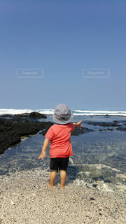 海で砂遊びの写真・画像素材[2104578]