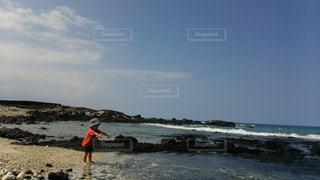 海の水は気持ちいいの写真・画像素材[2142412]