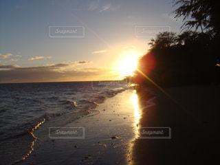 モロカイサンセットビーチの写真・画像素材[2330982]