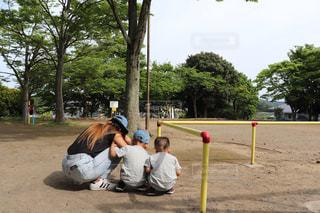 公園,後ろ姿,子供,女の子,走る,背中,遊び,休日,兄弟,若い,次男,3歳,夏服,半袖,もうすぐ夏