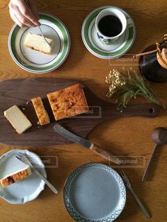 手作りチーズケーキを堪能の写真・画像素材[1950882]