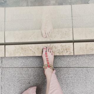 サンダル,足,足跡,第一歩,道しるべ,未来へ