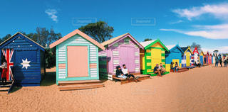 浜辺の小さな家の写真・画像素材[2344802]