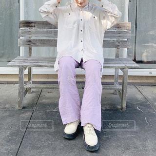 カメラのポーズをとる人の写真・画像素材[3110178]