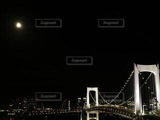 自然,風景,海,空,建物,夜,屋外,水面,都会,月,高層ビル,満月,明るい,ブリッジ