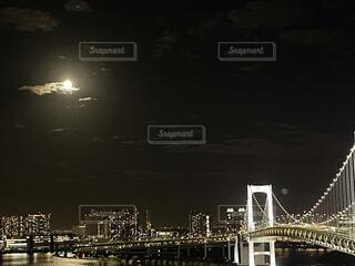 自然,風景,海,空,建物,夜,屋外,雲,水面,都会,月,高層ビル,港,満月,明るい