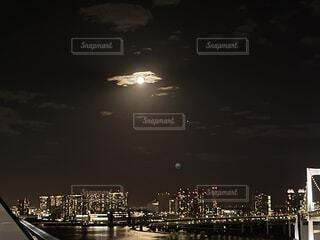 自然,風景,空,夜,屋外,雲,水面,都会,月,高層ビル,港,満月,明るい