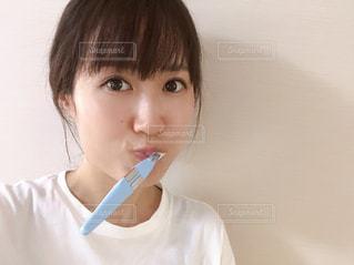 歯を磨く人の写真・画像素材[2445134]