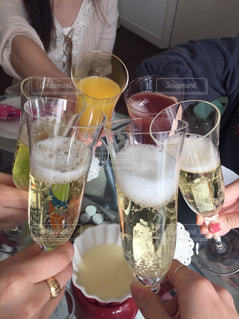30代,ジュース,室内,女子,クリスマス,グラス,乾杯,休日,ドリンク,女子会,シャンパン,ホームパーティー,手元,手作り料理,クリスマス会