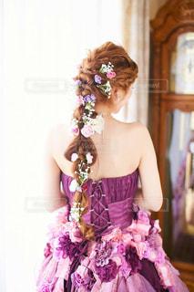 女性,花,後ろ姿,紫,ドレス,人物,背中,人,ラプンツェル,カラードレス,ウェディング,地毛,ラプンツェルヘアー,エクステなし