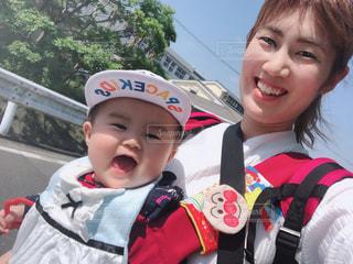 嬉しい,笑顔,赤ちゃん,お散歩,なかよし,晴れの日,ベイビー,ニコニコ,お外大好き,抱っこ紐,楽しいな,ママとお散歩