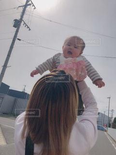 女性,女の子,楽しい,嬉しい,赤ちゃん,抱っこ,お散歩,たかいたかい,ベイビー,お外大好き,やったー,笑顔ニコニコかわいい