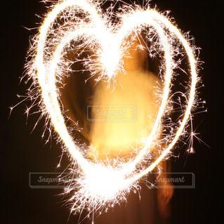 花火でハートの写真・画像素材[2294721]