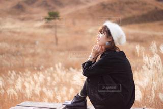 三角座りの女の子の写真・画像素材[2824591]