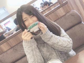 紅茶を飲む女性の写真・画像素材[2911114]