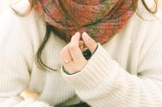 冬の女の子の手元の写真・画像素材[3248892]