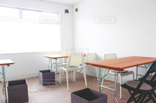 カフェの机と椅子の写真・画像素材[3285421]