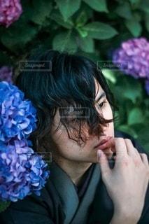紫陽花と着物の男性の写真・画像素材[3377282]