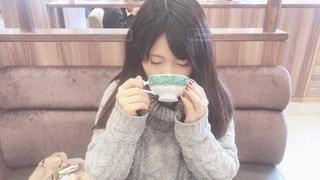 紅茶を飲む女性の写真・画像素材[3401489]