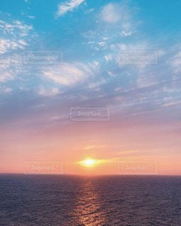 海に沈む夕日の写真・画像素材[3544308]