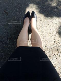 地面に横たわる女の写真・画像素材[1940066]