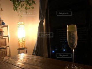 飲み物,インテリア,水,氷,ガラス,コップ,キャンドル,食器,ドリンク,ライフスタイル,スパークリングワイン,シャインマスカット