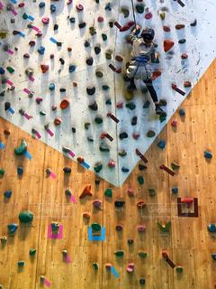 スポーツ,女の子,壁,崖,小学生,石,ヘルメット,ベージュ,オリンピック,山登り,登る,ボルタリング,命綱,ミルクティー色,ギャラクシティ