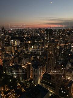 夜の街の眺めの写真・画像素材[2735583]
