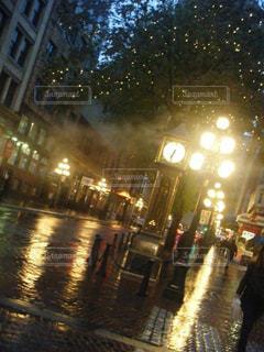夜,雨,屋外,観光,道,梅雨,カナダ,天気,バンクーバー,雨の日,蒸気時計台