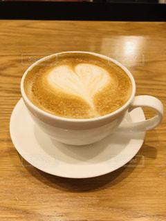 カフェ,コーヒー,白,ハート,カップ,カフェラテ,ラテアート,喫茶店,ラテ,ベージュ,木目,コーヒーカップ,インスタ映え