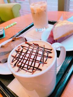 カフェ,ケーキ,茶色,マグカップ,カップ,カフェラテ,ベージュ,ホワイトモカ,ミルクティー色