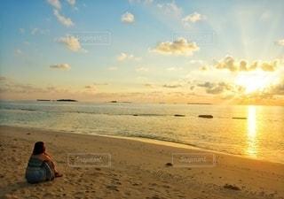 キレイな夕日を眺める♡の写真・画像素材[3490391]