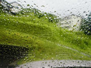 車の中から見える景色の写真・画像素材[2187382]