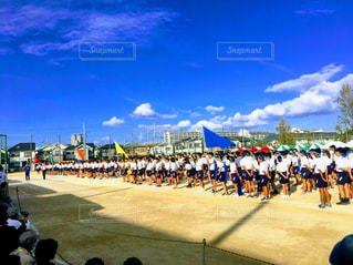 青空,学校,体育祭,中学校,グラウンド,開会式,赤団,青団,黄団,緑団,オレンジ団,最後の
