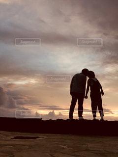 空,カップル,屋外,夕焼け,茶色,夕方,ハワイ,男女,ミルクティー色