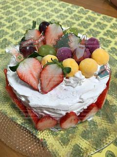 クリームが苦手な子どもに、初めて作ったアイスケーキの写真・画像素材[2009241]