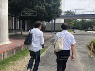 会議に向かう男達の写真・画像素材[2403447]