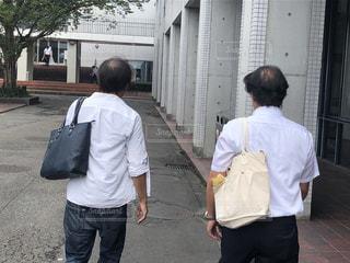 会議に向かう男達の写真・画像素材[2403448]