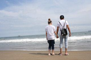 浜辺のカップルの写真・画像素材[2606526]