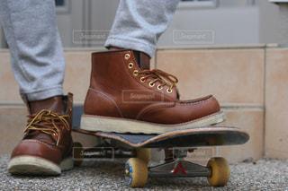 靴とスケートボードの写真・画像素材[2711022]