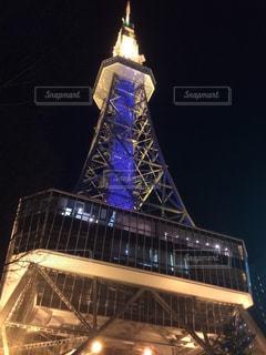 夜にライトアップされたテレビ塔の写真・画像素材[2716404]