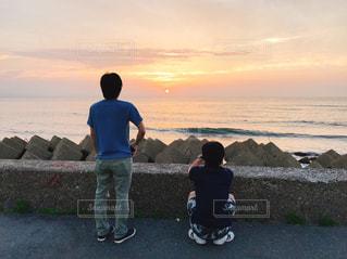 海,親子,後ろ姿,夕陽,後ろ