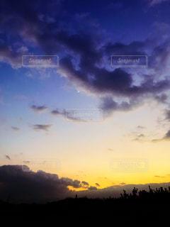 自然,風景,空,夕日,夕焼け,夕暮れ,三日月,夕陽,サンセット