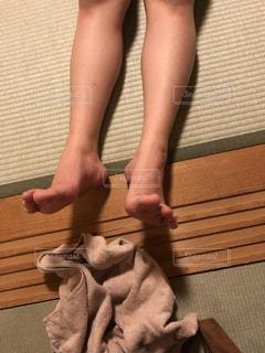 足,裸足,素足,茶色,畳,タオル,ベージュ,ミルクティー,つま先,風呂上り,足ピーン,ミルクティー色,敷居