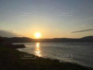 空,湖,太陽,夕暮れ,水面,光