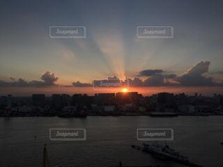 空,太陽,夕暮れ,水面,光,東京湾